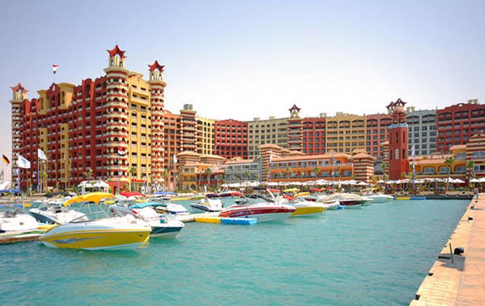 فندق بورتو مارينا يحصل على شهادة التشغيل من وزارتي «الصحة» و«السياحة» - أموال الغد