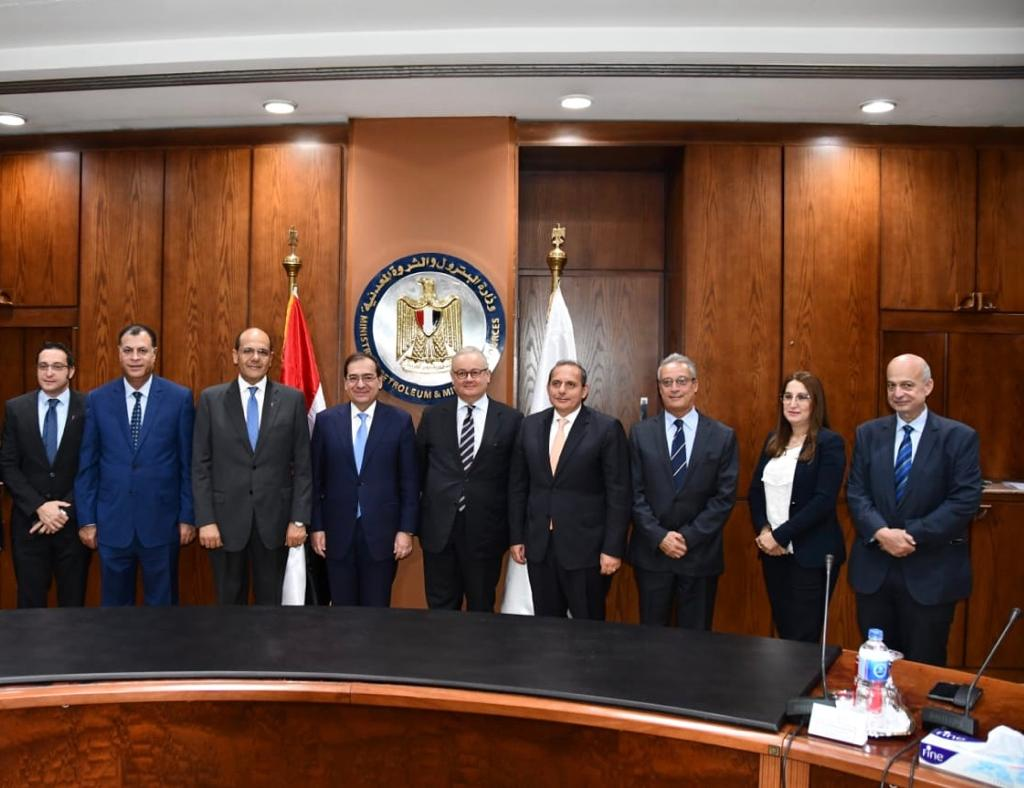 جانب من التوقيع بين ميدور و3 بنوك بحضور وزير البترول