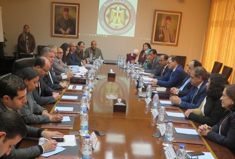 جانب من توقيع تسوية النزاع بين عمر أفندي ومؤسسة التمويل الدولية