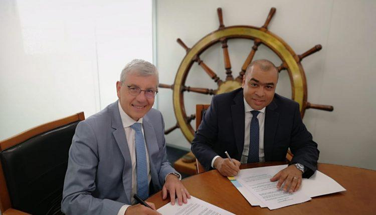 """فايبر مصر توقع مذكرة تفاهم مع""""اورانچ مارين""""العالمية المتخصصة في خدمات مد وتوصيل وصيانة كابلات الاتصالات البحرية"""