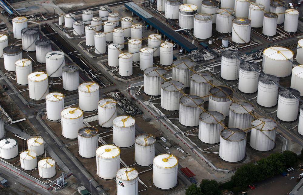 رئيس اتحاد البترول الياباني يتوقع أن يظل النفط فوق 40 دولارا